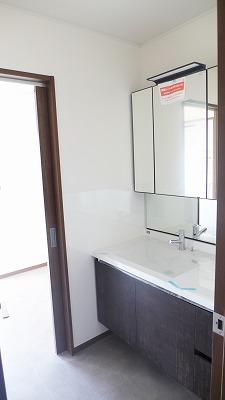 唐津市のT様邸 洗面所施工状況