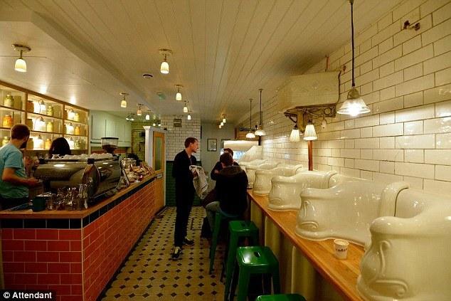 公衆トイレをカフェにリノベーション(大規模リフォーム)