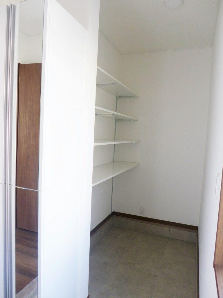 新築賃貸物件 玄関収納
